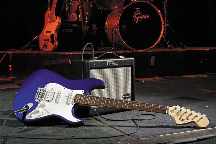 Squier Stop Dreaming, Start Playing! Affinity Strat HSS with G-DEC Junior Amp - Metallic Blue Guitar With Amp