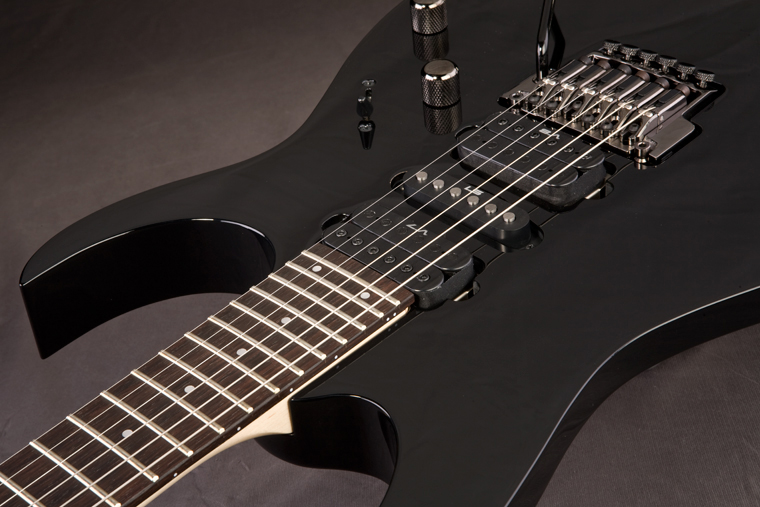 Ibanez Prestige RG1550ML - Black With the Edge-Pro design, there is no need to cut off the ball end of your strings when installing new strings.