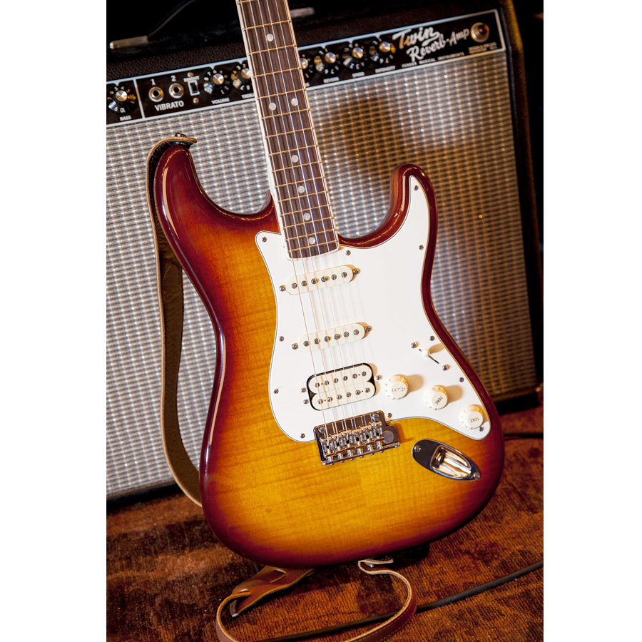 Fender Select Stratocaster HSS Tobacco Sunburst  Body Detail