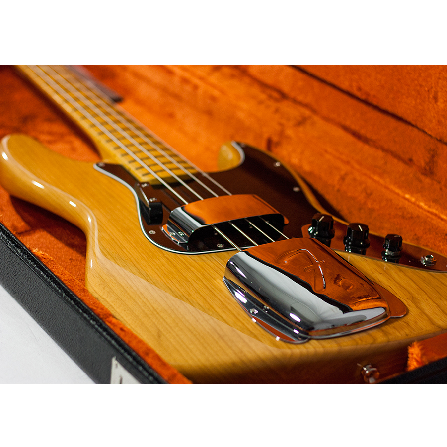 Fender FSR American Vintage 75 Jazz Bass Aged Natural In Case Detail