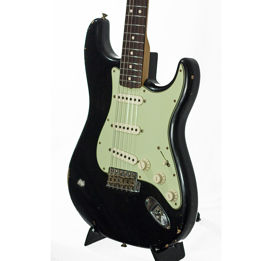 Fender Custom Shop L Series 1964 Stratocaster Relic Black Body Detail